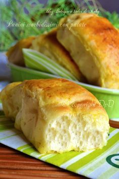 Soft bread with mashed potatoes. Focaccia Pizza, Panini Recipes, Good Food, Yummy Food, Salty Foods, Bread And Pastries, My Favorite Food, Finger Foods, Italian Recipes