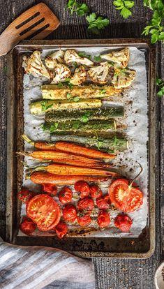 Step by Step Rezept: Gemüse Snacks   Kochen / Essen / Ernährung / Lecker / Kochbox / Zutaten / Gesund / Schnell / Frühling / Einfach / DIY / Küche / Gericht / Blog / Leicht / selber machen / backen / Karotten / Möhren / Veggie / Tomate / Blumenkohl    #hellofreshde #kochen #essen #zubereiten #zutaten #diy #rezept #kochbox #ernährung #lecker #gesund #leicht #schnell #frühling #einfach #küche #gericht #trend #blog #selbermachen #backen #snacks #gemüse #diät #karotten #ofen