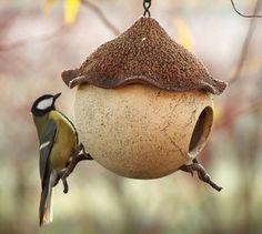 Vogelhaus Futterhaus Gartenkeramik  von Britt-Keramik - Gartenkeramik & mehr auf DaWanda.com