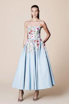 Marchesa Notte Spring 2017 Ready-to-Wear Collection Photos - Vogue Fashion 2017, Runway Fashion, Fashion Show, Paris Fashion, Classic Fashion, Spring Fashion, Vestidos Fashion, Women's Fashion Dresses, Evening Dresses