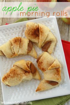 Apple Pie Morning Rolls!  | www.wineandglue.com | The delicious flavor of apple pie all wrapped up in a warm pastry! #breakfast #apple #pillsbury