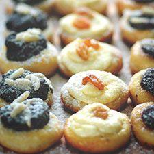 Myslíme si, že by sa vám mohli páčiť tieto piny - sbel Small Desserts, Sweet Desserts, Sweet Recipes, Snack Recipes, Dessert Recipes, Cooking Recipes, Slovak Recipes, Czech Recipes, Czech Desserts