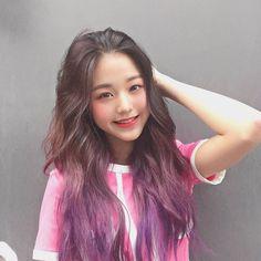 into Aerialist dance class! Yuri, K Pop, Japanese Girl Group, Ulzzang Girl, Kpop Girls, Korean Girl, Hair Color, Hairstyle, Long Hair Styles