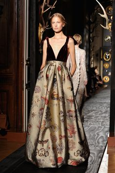Maria Grazia Chiuri and Pierpaolo Piccioli presented their Autumn/Winter 2013 couture collection for Valentino in Paris on Wednesday night. Description from ligia-fiedler.ro. I searched for this on bing.com/images