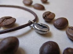 Anhänger Kaffeebohne 925er Silber von Schmuckeritis auf DaWanda.com