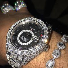 LO QUE DIOS TE DA EN PIE '!! AGRADECELO EN TUS RODILLAS 24w 47th st NY NY 10036. #⃣Whatsaap #⃣646-591-9023 Luxury Watches, Rolex Watches, Watches For Men, Gold Necklace For Men, Men Necklace, Watch Necklace, Bracelet Watch, Sky Dweller, Luxury Lifestyle