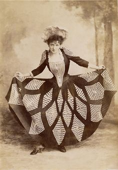 "Lottie Collins - Music Hall star who popularized the ""Ta-ra-ra Boom-de-ay "" song. Vintage Pictures, Old Pictures, Old Photos, Antique Photos, Victorian Fashion, Vintage Fashion, Edwardian Era, Victoria And Albert Museum, Historical Costume"