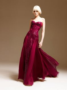 http://www.elbisemodelleri.com/wp-content/uploads/2011/03/Atelier-Versace-SpringSummer-2011-LookBook7.jpg için Google Görsel Sonuçları