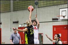 #Basketball findest Du bei mir im Blog (Link in der Bio)...hier die 3. Herren der #WeddingerWiesel gegen #TISC99 in der #BerlinerBasketballKreisligaC #Berlin #Moabit #Deutschland #Germany #sports #biancabuergerphotography #igersgermany #igersberlin #IG_Deutschland #IG_berlincity #ig_germany #shootcamp #shootcamp_ig #pickmotion #berlinbreeze #diewocheaufinstagram #berlingram #visit_berlin #canon #canondeutschland #EOS5DMarkIII #5Diii
