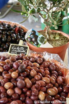 Olives de Provence #apero #market #marche #provence #south #tourismepaca #tourismpaca #food #olivepaste #olives #aix #aixenprovence #olive #tapenade