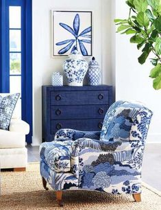 🌟Tante S!fr@ loves this📌🌟Barclay Butera Sydney Armchair Blue Rooms, White Rooms, Blue And White Living Room, White Decor, Blue Home Decor, Home Decor Fabric, White Art, Chinoiserie, Living Room Decor