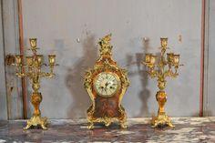 Garniture De Cheminée en vernis Martin French Clock, Objet D'art, Decoration, Display, Home Decor, Gold Background, Antique Shops, Rock Shower, Pendulum Clock