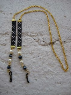 Cordón para las gafas en azul con perlas, Precio:7€ // Cord for the glasses in blue with pearls, Precio:7 € //