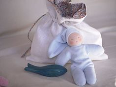 Baby Waldorf set including a wooden grey whale inspiring by waldorf pedagogy for the bath or water play accompanied by a greay cuddle doll mainsdelaine and placed in a linen bag  cuddle doll : velvet certified oko tex 100 a german label( test for harmful substance) European certified