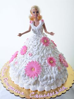 Pastry Palace Las Vegas Kids Cake 1308 - Barbie Bride. Oodles of pristine white lace and ruffles comprise this beautiful full-length gown. Beautiful daisies in pink, in various sizes, ornament the gown and add a soupcon of delicate color. Barbie's trademark wasp-ish waistline, blond locks, and ever-present eye-liner all add up to a little girl's dream birthday creation, controversy aside.