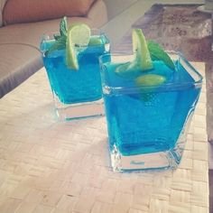 Find images and videos about blue, party and drink on We Heart It - the app to get lost in what you love. Cocktail Shots, Wine Cocktails, Non Alcoholic Drinks, Blue Drinks, Mixed Drinks, Candy Drinks, Yummy Drinks, A Little Party, Starbucks Drinks