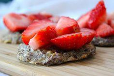 Bananencrackers met lijnzaad Good Healthy Recipes, Healthy Food, Crackers, Sushi, Strawberry, Gluten Free, Snacks, Fruit, Breakfast