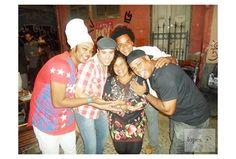 10/06/2016. SAMBA CONEXÃO NEWS - Curta nossa página: www.facebook.com/conexaosambar/ - PROJETO SACODE IAIÁ - Lapa, Zona Central do Rio de janeiro. RODA DE SAMBA - BAR BECO DO RATO. Ao meu lado celebridades do axé e da música popular brasileira(MPB), Grupo Olodun(é um bloco-afro do carnaval da cidade do Salvador, na Bahia) e a cantora e compositoraMichelli Arêas. Aplausos!
