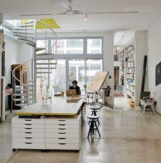 Loft home office & studio Home Studio, Dream Studio, Studio Table, Art Studio Room, Studios D'art, Loft Spaces, Studio Spaces, Loft Apartments, Home Office
