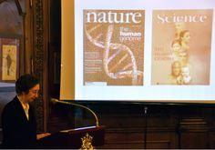 La importancia de nuestro #genoma. Margarita #Salas muestra las portadas de #Science y #Nature sobre las investigaciones en genoma humano.
