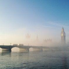 23 dazzling photos of the fog enveloping London 11.12.13