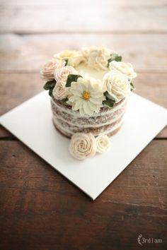 3rd I am flower cake 여름이니까, 케이크도 시원-하게 입혀봅니다 :) 웨딩케이크로 많이 사용되는 네이키...