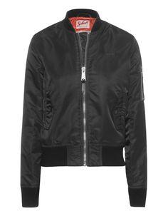 Bomber-Jacke Die eng anliegende schwarze Bomberjacke aus leicht gefüttertem Nylon ist sowohl funktional als auch absolut modisch.  Die zahlreichen Features machen die Jacke zum perfekten Begleiter für jeden Tag!  Vorsicht: Die Jacke ist sehr schmal geschnitten; bitte eine Nummer größer bestellen!
