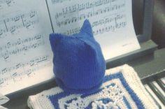 TRI-PEAK knitted HAT for babies  cobalt blue color  100% - CAPPELLINO bambino con TRE PUNTE - colore blu cobalto - lana 100% - lavorato ai ferri - Pronto per la spedizione