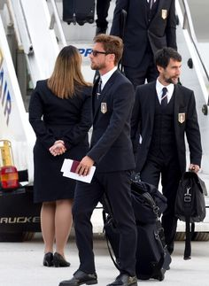 Claudio Marchisio of Italy arrives in Brazil ahead of FIFA 2014 World. Claudio Marchisio, Formal Chic, Lakme Fashion Week, Football Players, Fifa, Mens Suits, Gentleman, Hot Guys, Mens Fashion