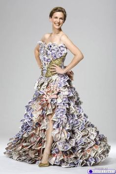 So this is a £50 Million dress... (4 photos)