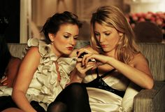 Blair & Serena checking out the latest gossip xoxo
