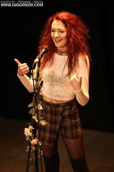 Janet Devlin on the scene (yay, flowers :D)