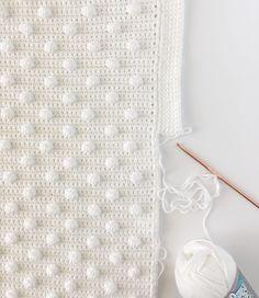 Crochet Polka Dot Blanket Pattern - New Ideas Crochet Pillow, Crochet Blanket Patterns, Baby Blanket Crochet, Crochet Baby, Free Crochet, Knitting Patterns, Mobiles En Crochet, Crochet Mobile, Bobble Stitch Crochet