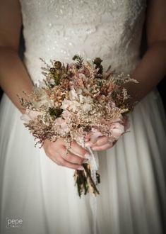 Ramo preservado NOVELLE , Foto: PEPE Fotógrafos Crown, Jewelry, Bouquets, Flowers, Corona, Jewlery, Jewels, Jewerly, Jewelery