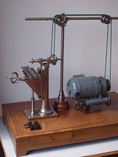 Rare and Antique Watchmaker Milling Machine with Wheel Cutting Attachment Metal Working Tools, Metal Tools, Old Tools, Antique Tools, Vintage Tools, Carpentry Tools, Woodworking Tools, Metal Mill, Metal Lathe Projects