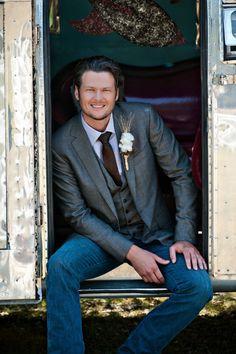 groom suit-Blake shelton is so hot!  plmdds Blake, assim vc me mata! hahahahahhaha