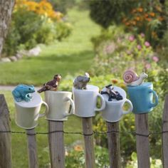 Die tierischen Pfostentassen werden aus mehrfach gebranntem Steinzeug mit viel L… The animal post cups are hand-made, painted and glazed from multi-fired stoneware with great attention to detail.