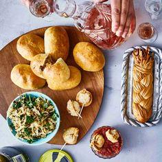Venäläiset hapankaalipiiraat sopivat täydellisesti alkupalapöytään (zakuskapöytään). Niistä saa myös ihanan iltapalan. Tacos, Mexican, Cheese, Ethnic Recipes, Food, Meal, Essen, Hoods, Meals