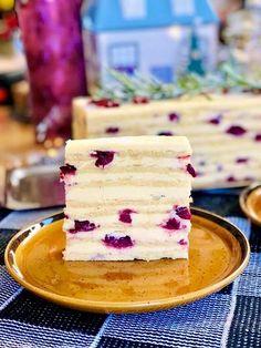 Tort Vis de iarnă cu vișine și migdale, fin, ciocolatos și gustos Cookie Recipes, Dessert Recipes, Desserts, Food Cakes, Beignets, Dessert Bars, Fondant, Pancakes, Cheesecake