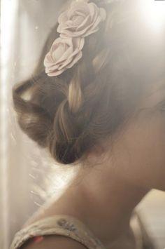 *INSPIRATION DE ROSE* La Rose ... celle qui nous lie, nous touche , nous dévoile .... elle est douce, piquante , puissante et symbolise tout un univers bohème, vintage qui nous ressemble.  www.roze-collection.com