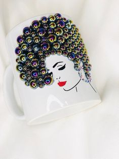 Coffee Mug Crafts, Coffee Mugs, Diy Mug Designs, Teacup Crafts, Chanel Decor, Diy Wine Glasses, Wine Craft, Diy Mugs, Friendship Gifts