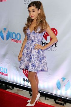 Ariana Grande Photos - Ariana Grande attends Jingle Ball 2013 Presented by Jam Audio Collection at BB&T Center on December 2013 in Miami, Florida. - Press Room at the Jingle Ball in Miami Ariana Grande Fotos, Ariana Grande Legs, Ariana Grande Outfits, Kids Choice Award, Teen Choice Awards, Miley Cyrus, Hair Evolution, Casino Outfit, Celebs