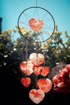 Give a Wedding Gift that Lasts with Personalized Wind Chimes Finding that perfect wedding gift is no picnic. There are so many wedding gift items available Los Dreamcatchers, Mundo Hippie, Art Projects, Projects To Try, Diy And Crafts, Arts And Crafts, Diy Accessoires, I Love Heart, All You Need Is Love