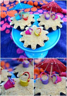 Beach Cupcakes - adorable & easy tutorial for cupcakes perfect for a beach party, Hawaiian luau or summer BBQ. Beach Theme Cupcakes, Themed Cupcakes, Luau Party, Beach Party, Beach Bbq, Big Cupcake, Cupcake Cookies, Hawaian Party, Cupcake Tutorial