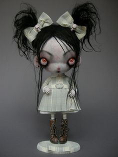 10 Awesome Halloween Decorations to try - Life Is Fun Silo Monster Dolls, Ooak Dolls, Blythe Dolls, Art Jouet, Arte Peculiar, Scary Dolls, Arte Obscura, Gothic Dolls, Halloween Doll