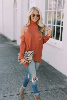 Fall styles in turtleneck and ripped jeans with cheetah clutch || instagram: @SheaLeighMills nashville blogger