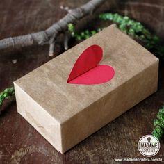 Como fazer pacote de coração aberto-  Passo a passo com fotos - How to make a gift wrapping with a heart at the top- DIY tutorial  - Madame Criativa - www.madamecriativa.com.br