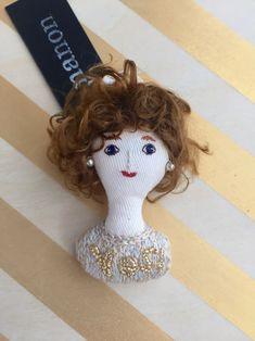 ハンドメイドマーケット minne(ミンネ)| 女の子のブローチ