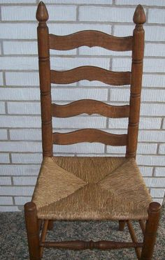 Vintage Ladder Back Chair with Rush Seat Antique Furniture Market, Dining Furniture, Antique Furniture, Prim Decor, Country Decor, Woven Dining Chairs, Dining Room, Vintage Ladder, Yard Sale Finds