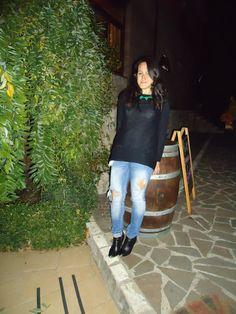 New york Parigi Milano: Blue Jeans and Black Pullover
